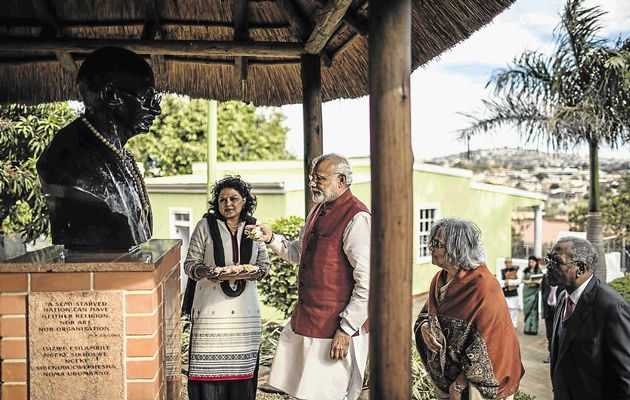 Indian Prime Minister Narendra Modi at the bust of Mahatma Gandhi, with Gandhi's granddaughter Ela Gandhi, at the Gandhi settlement in Phoenix, Durban